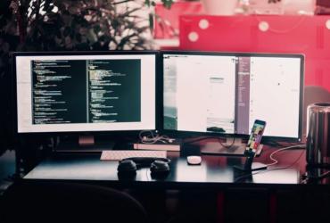 Desktop computer screens